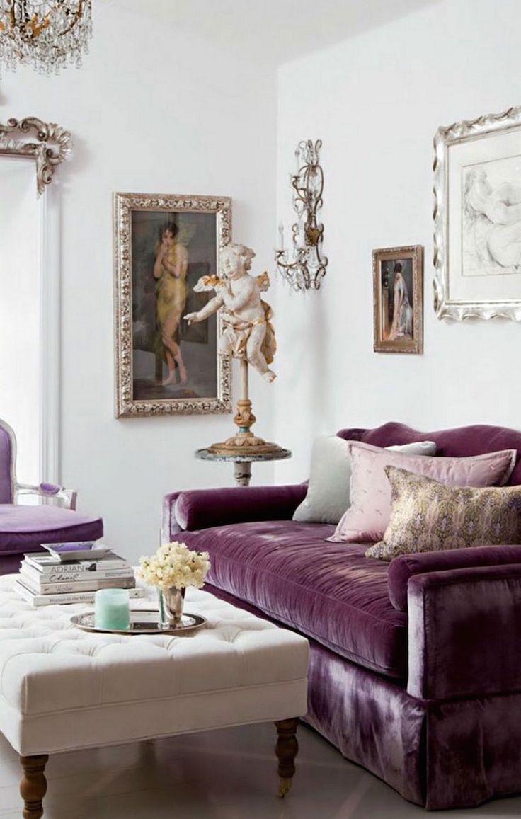 Велюровый диван в классическом интерьере