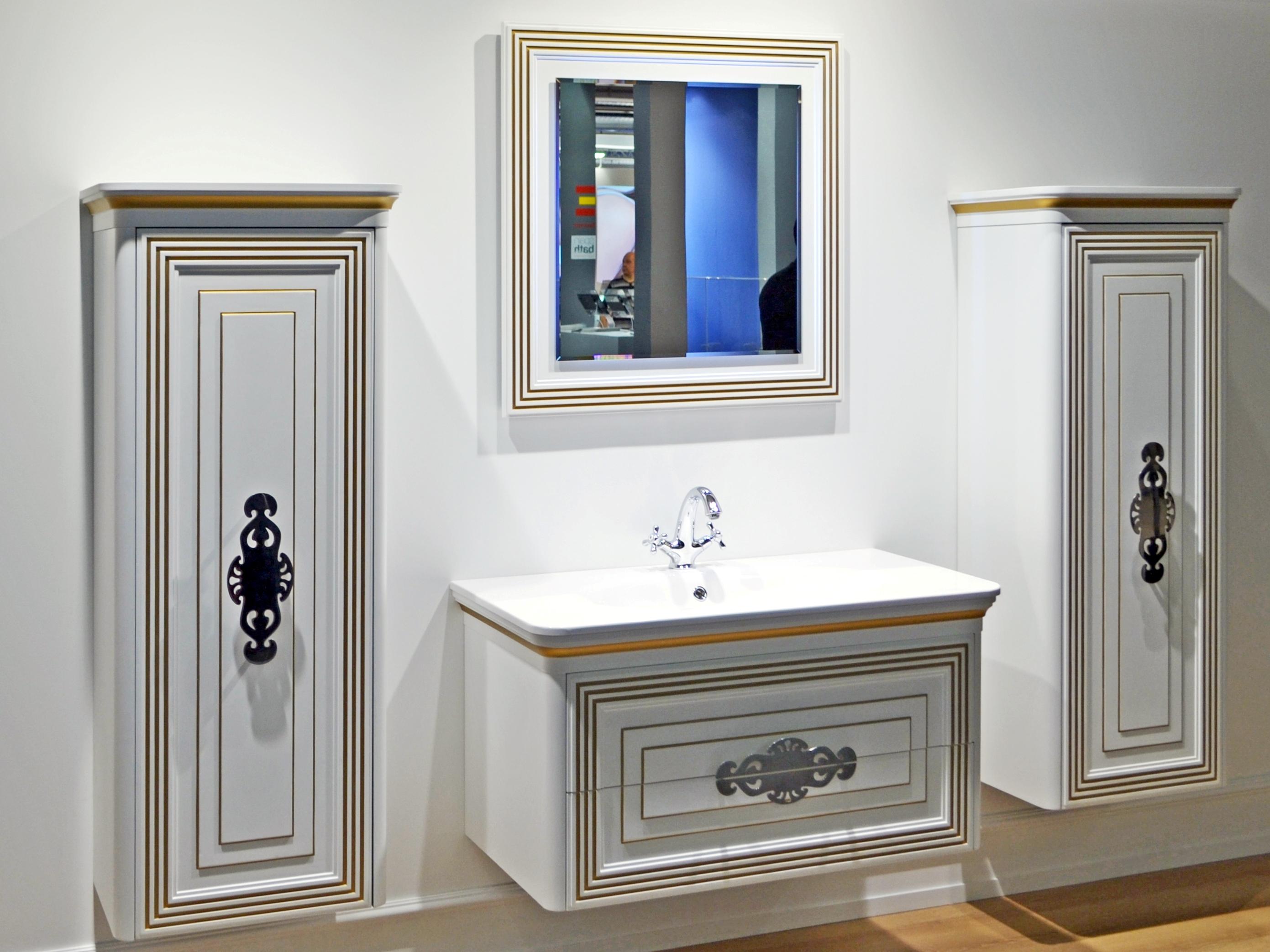 Шкаф в ванной в классическом стиле