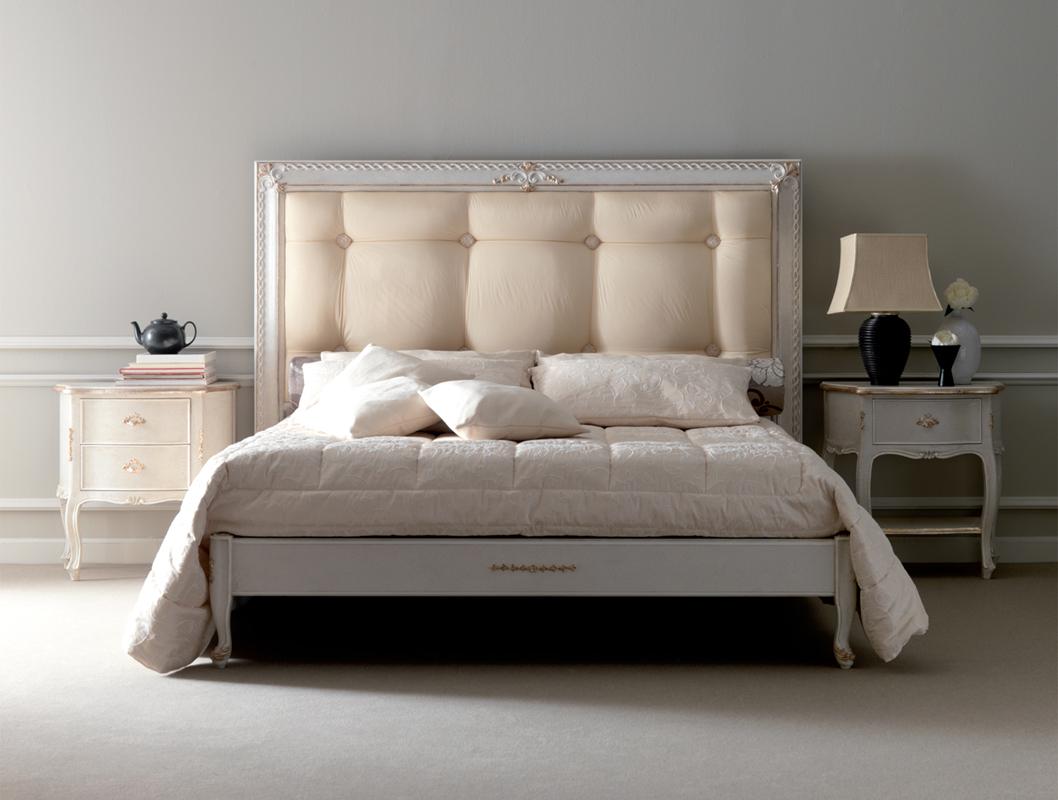 Реечная кровать в классическом стиле
