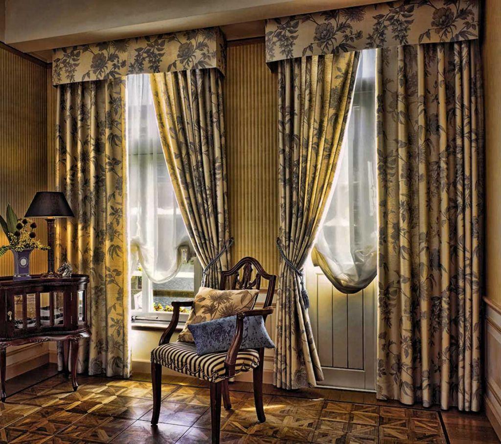 Классические шторы с цветочным рисунком
