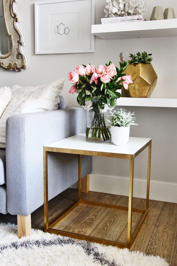 Металлический столик для цветов