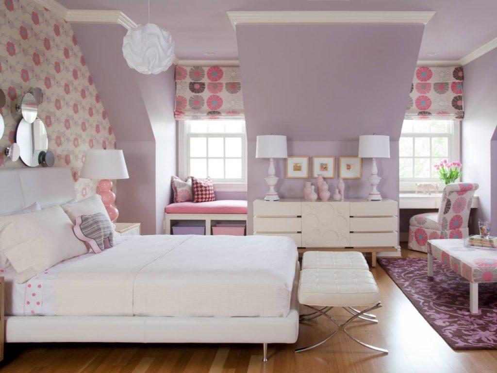 Сиреневые цветы в дизайне спальни