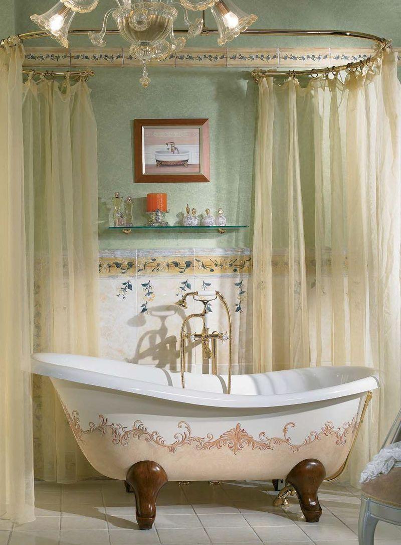 Овальная ванна с декором