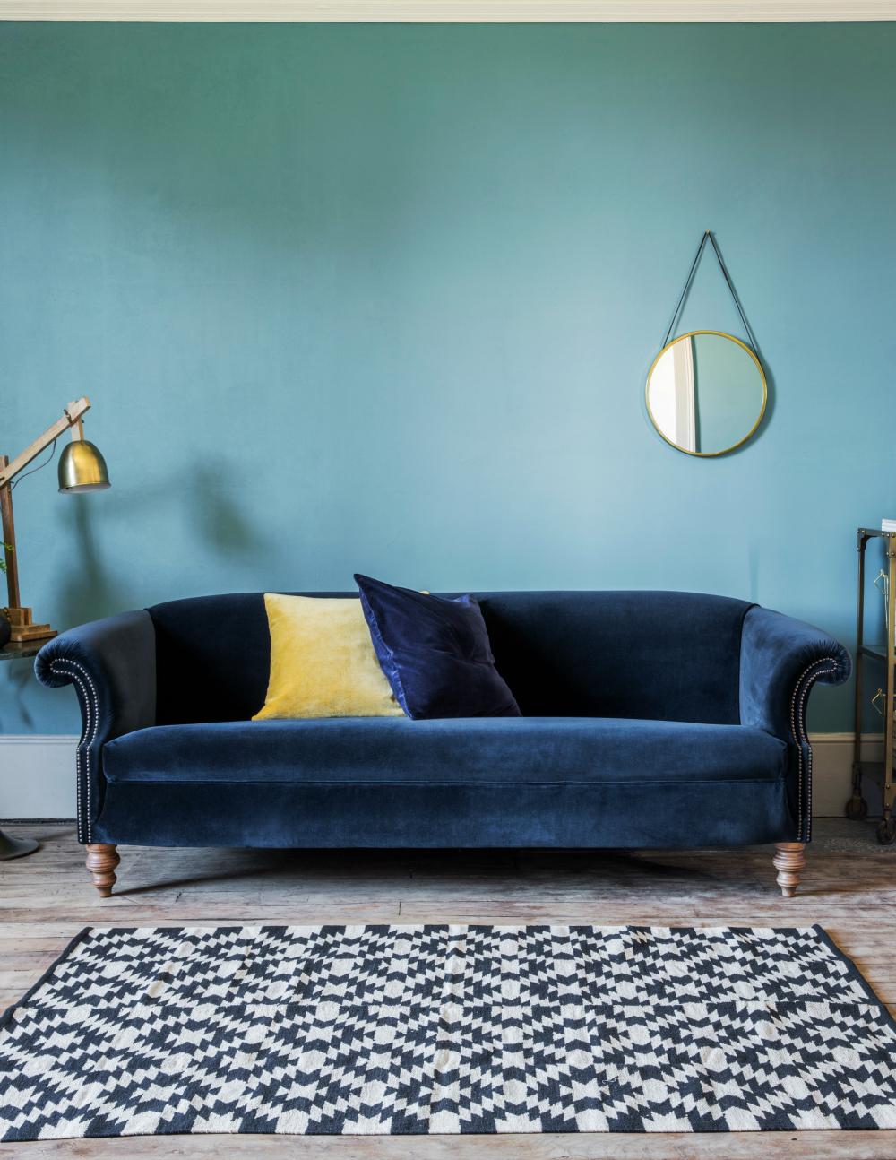 Велюровый диван с декором