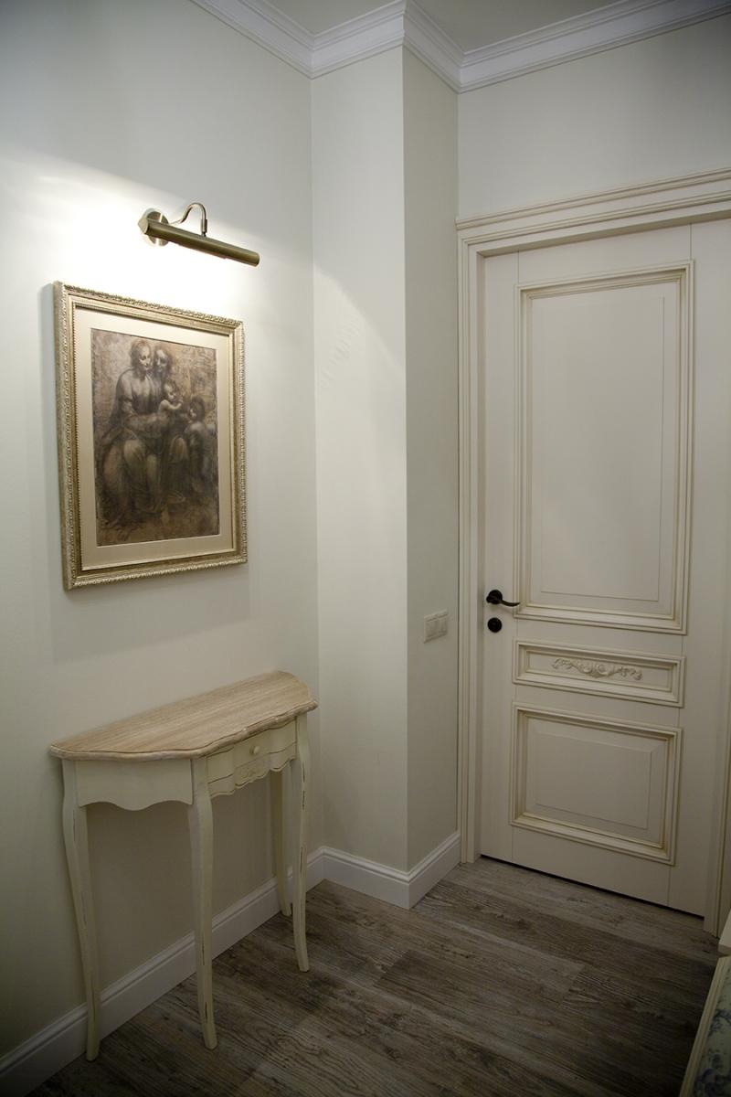 Классическая дверь с декором