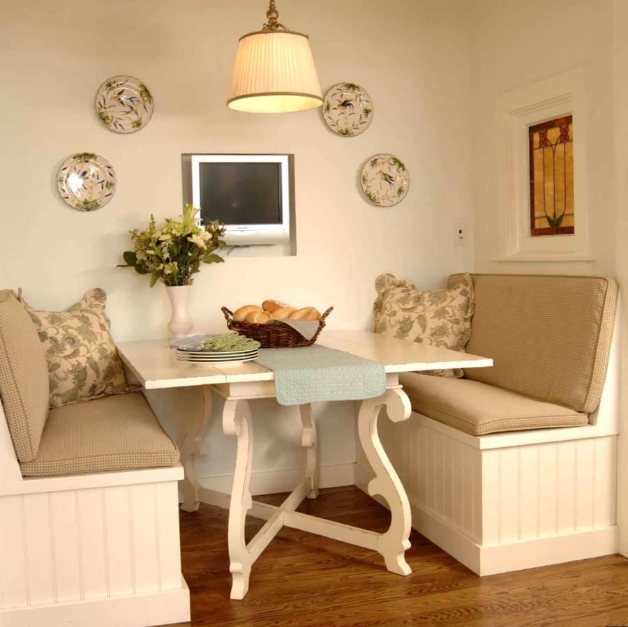 Деревянный диван без подлокотников