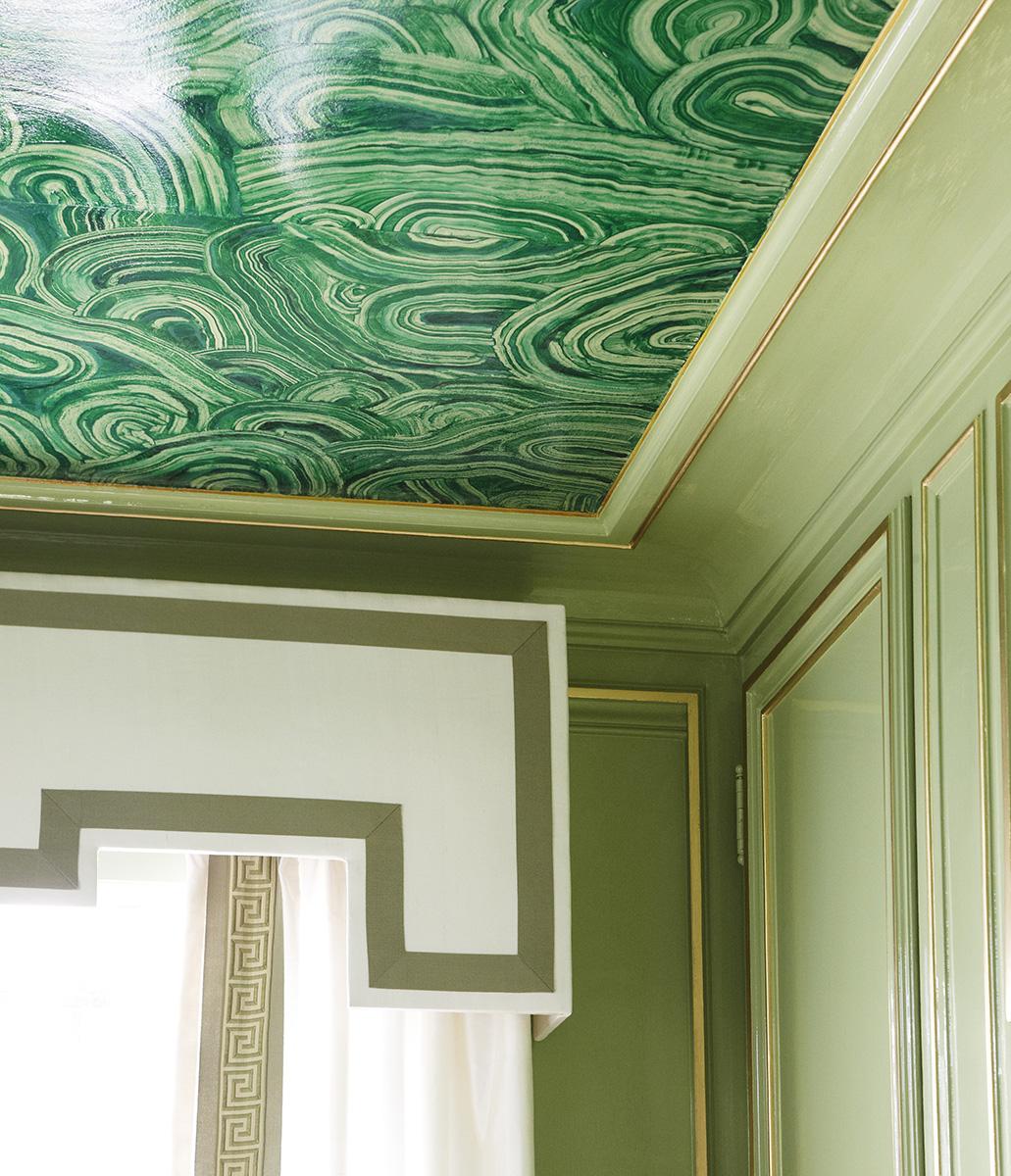 Дизайнерский зеленый потолок