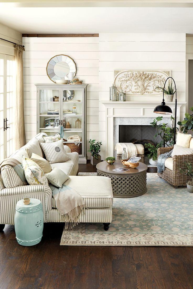 Французский диван в доме