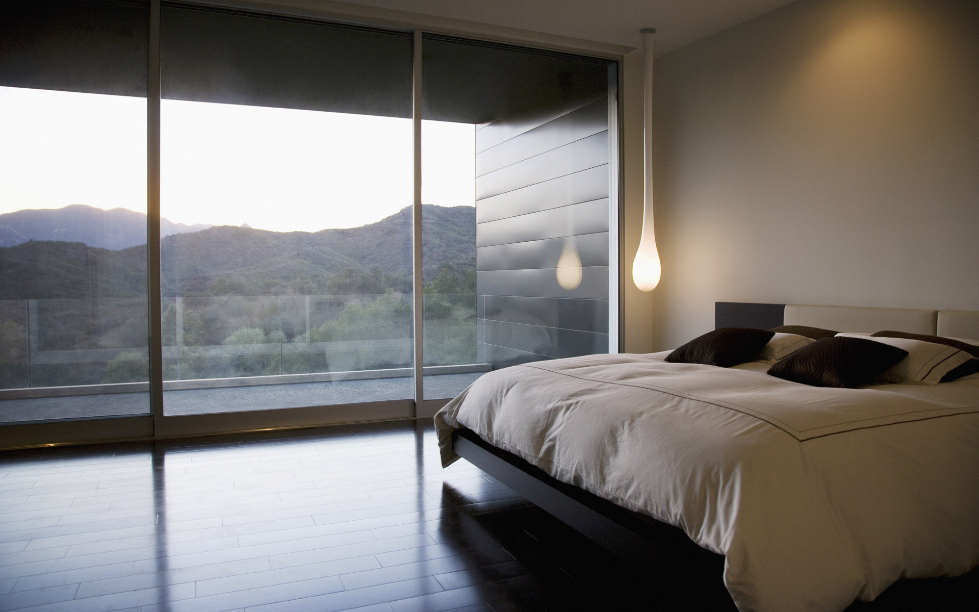 Реечная кровать в интерьере дома