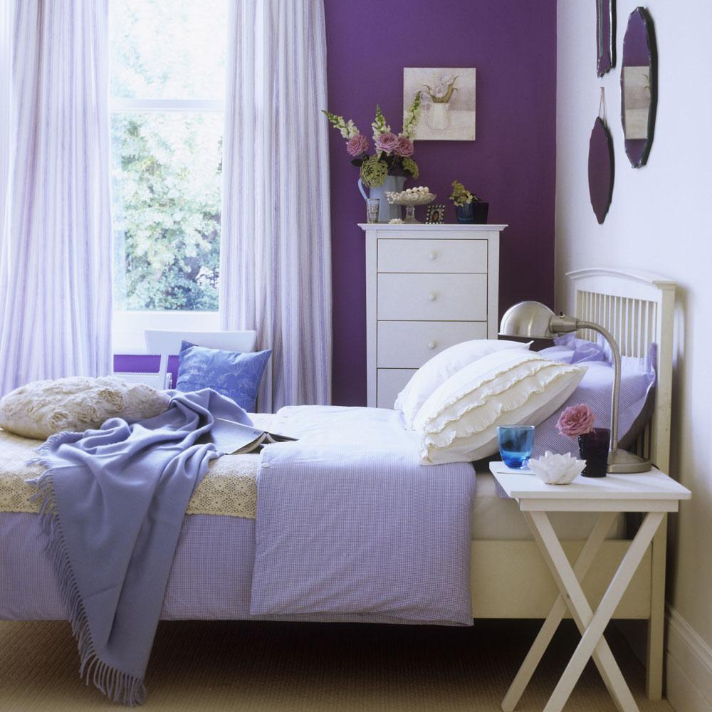 Сиреневая спальня в доме