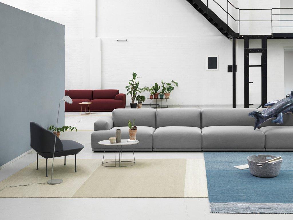 Бескаркасный диван в интерьере дома