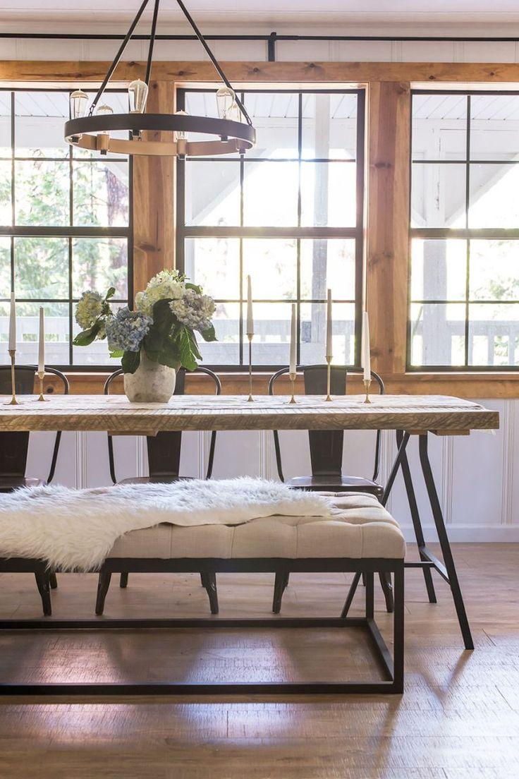 Металлический стол в интерьере дома