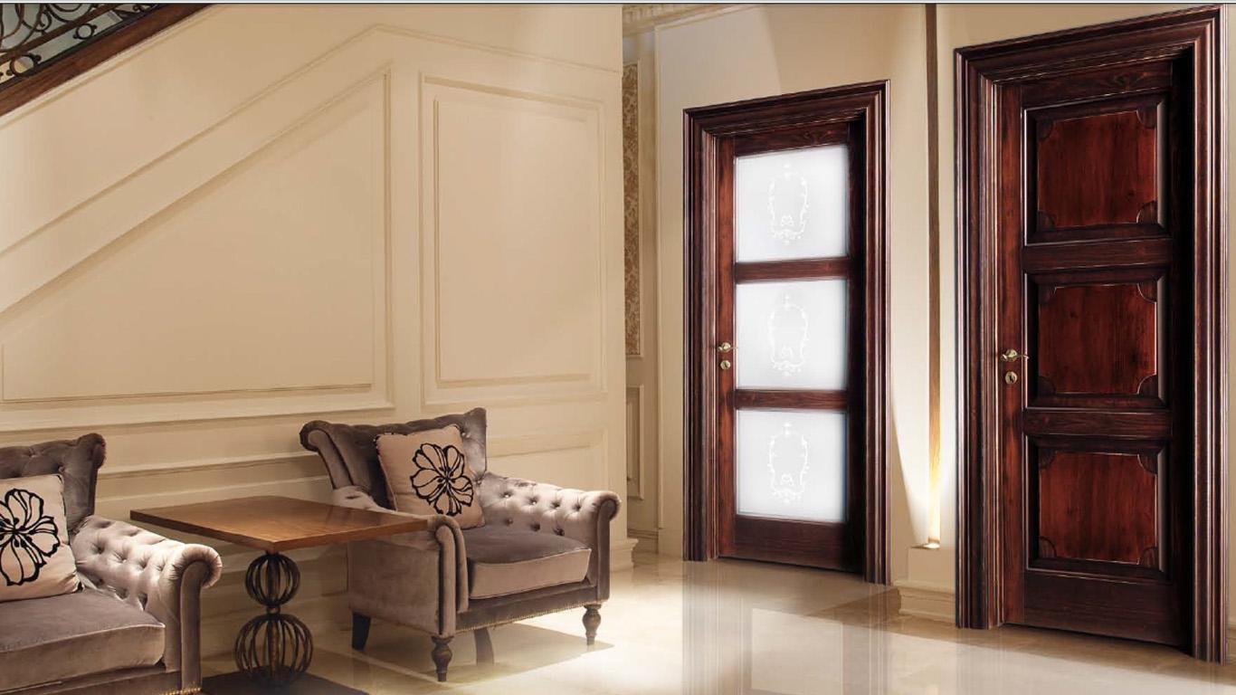 Дверь из вишни в доме