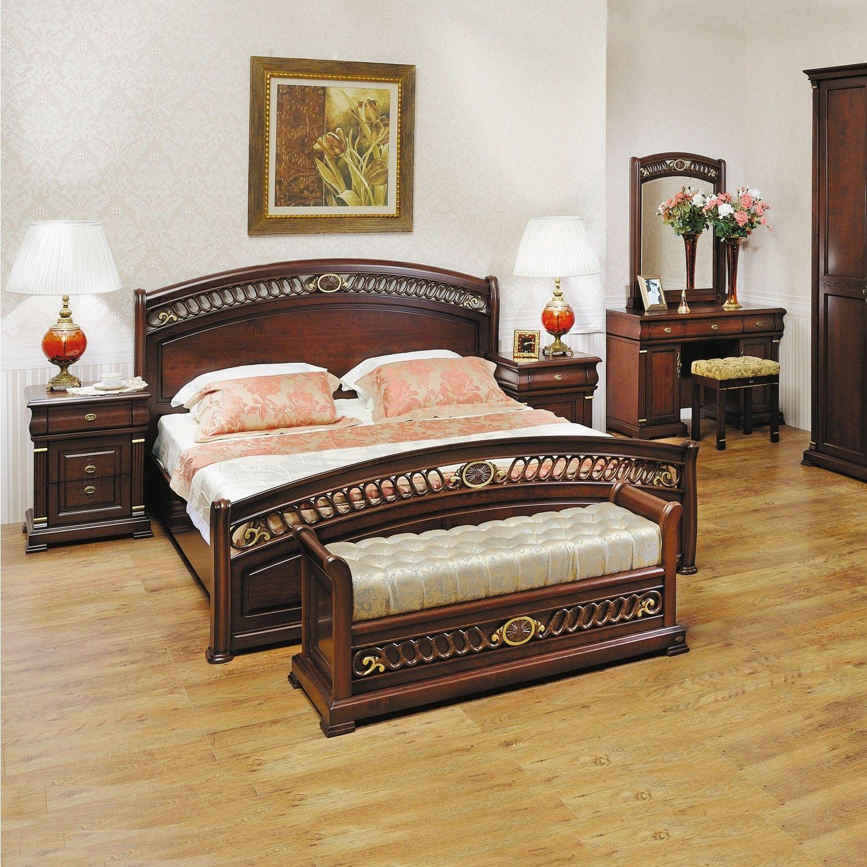 Резная дубовая кровать