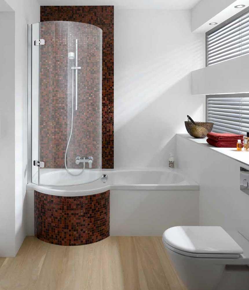 Овальная ванна с душем