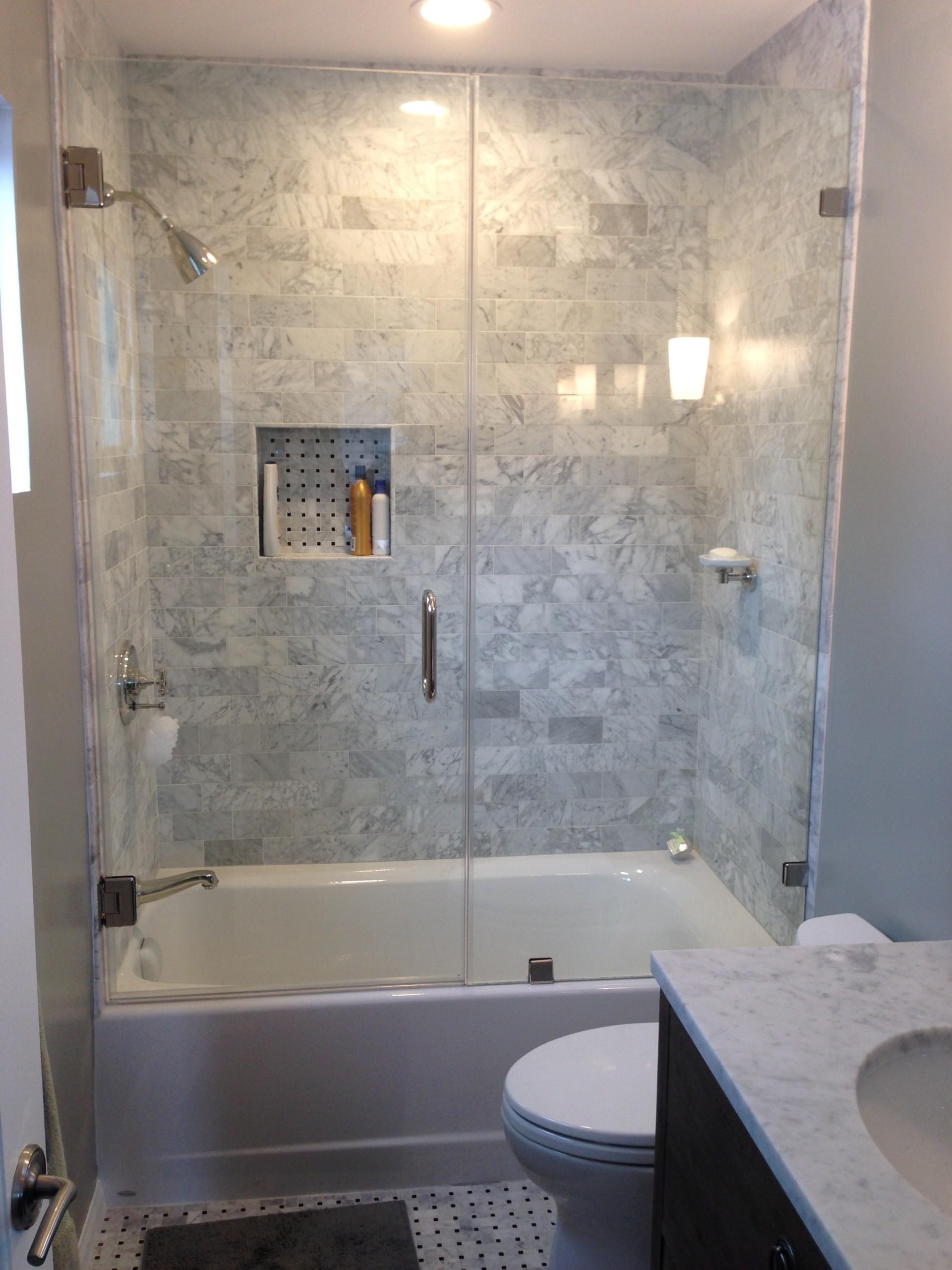 Прямоугольная ванна с душем