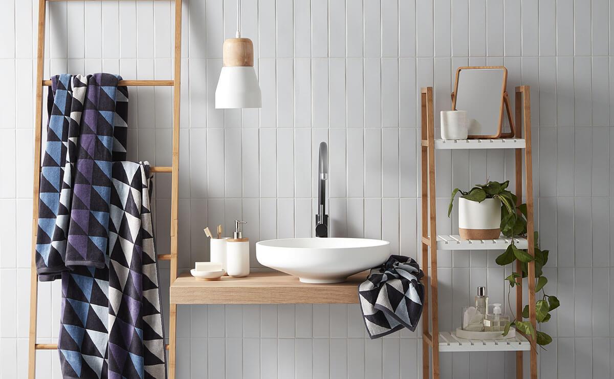 Полотенцедержатель в ванной: возможные конструкции (23 фото)