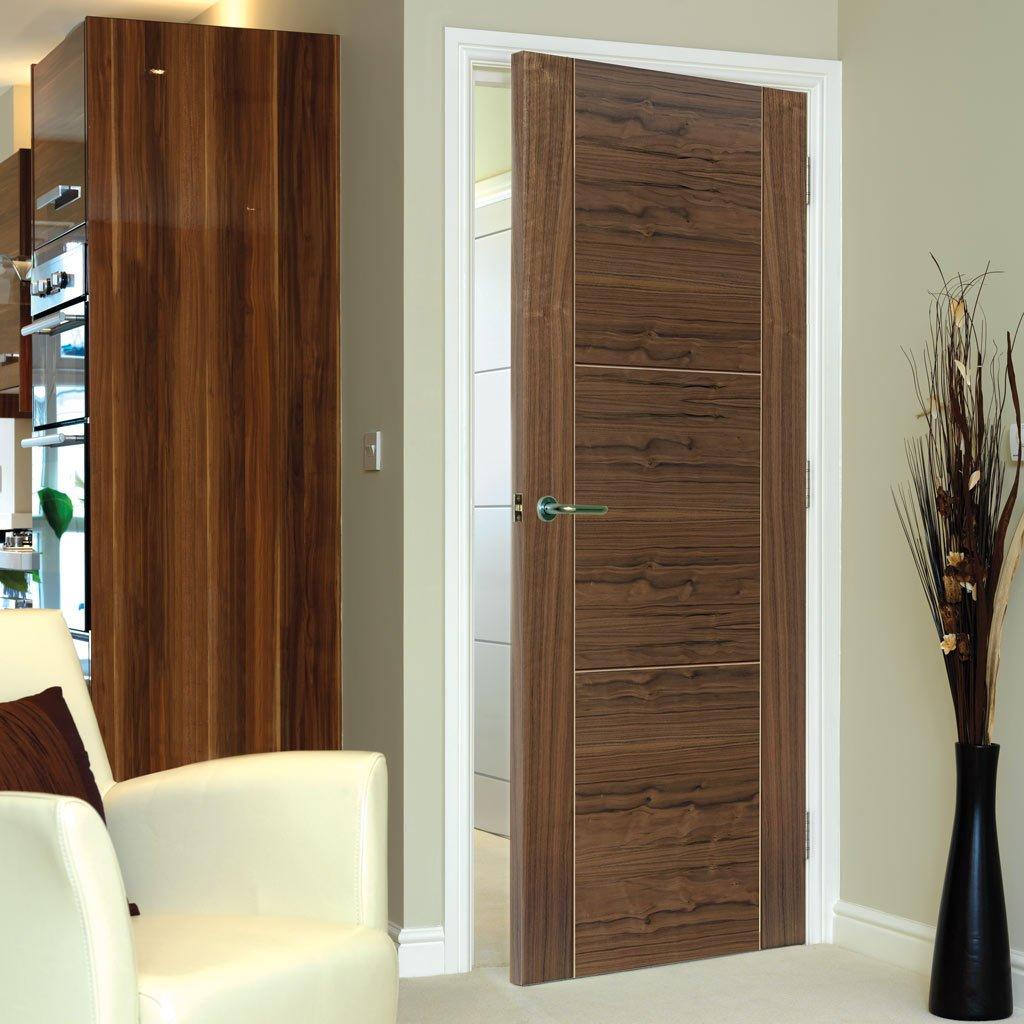 Дверь цвета ореха из экошпона