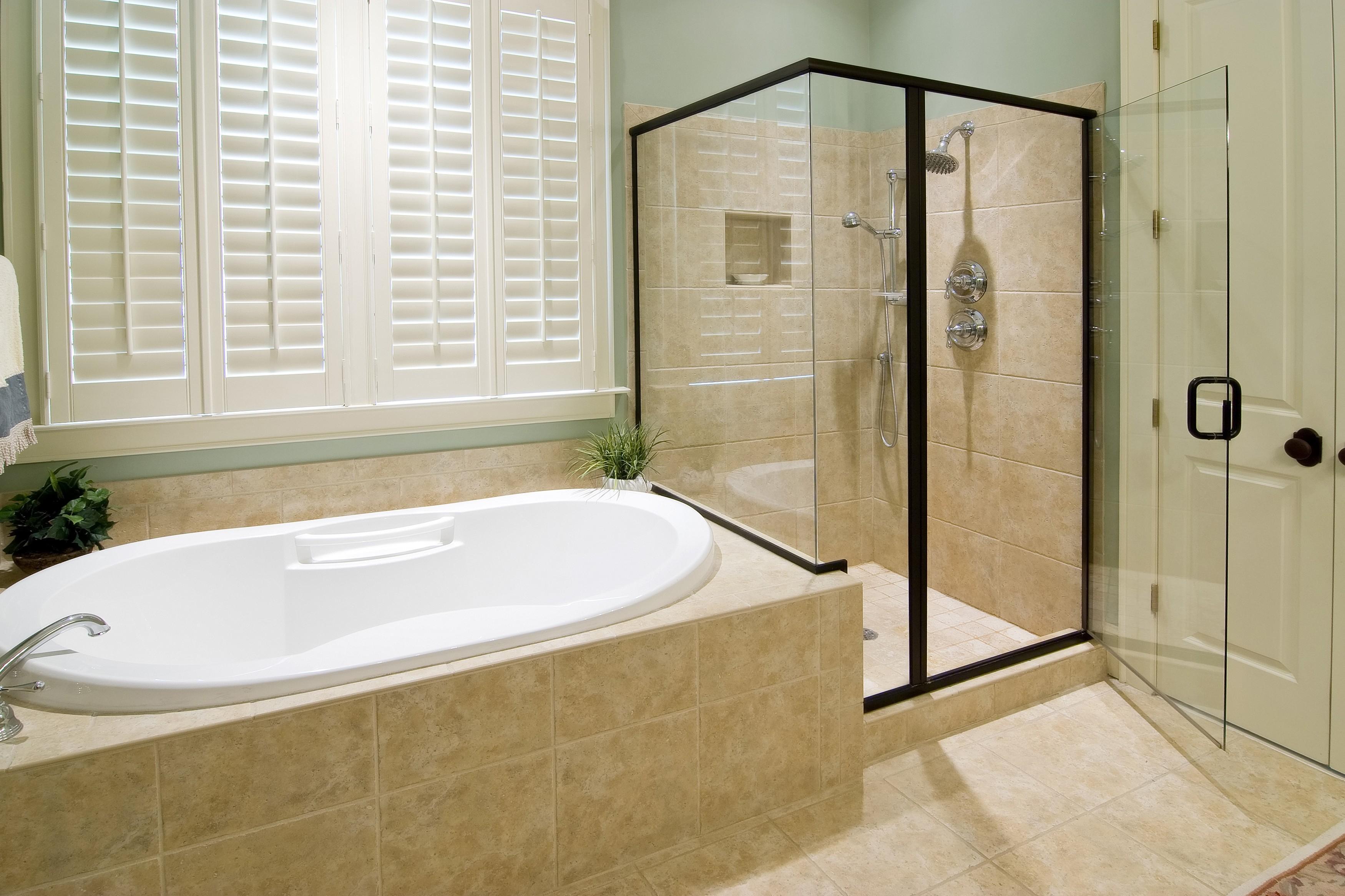 Овальная ванна с экраном