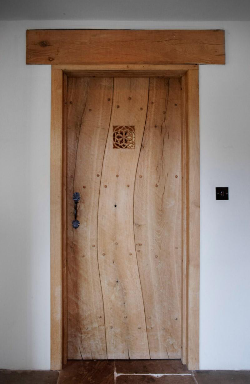 Фактурная дубовая дверь