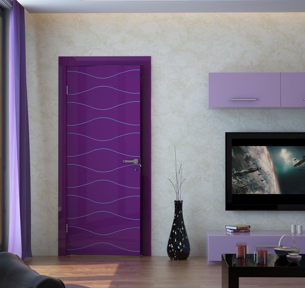 Фиолетовая глянцевая дверь