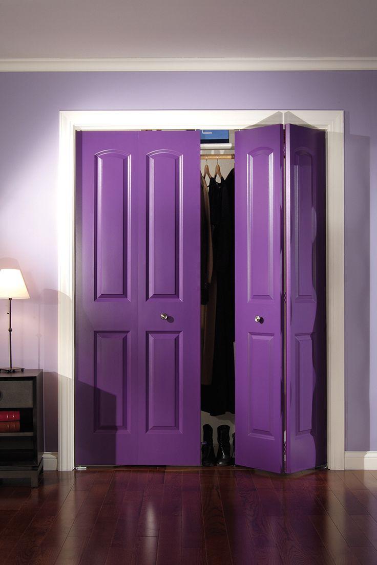Двустворчатая фиолетовая дверь