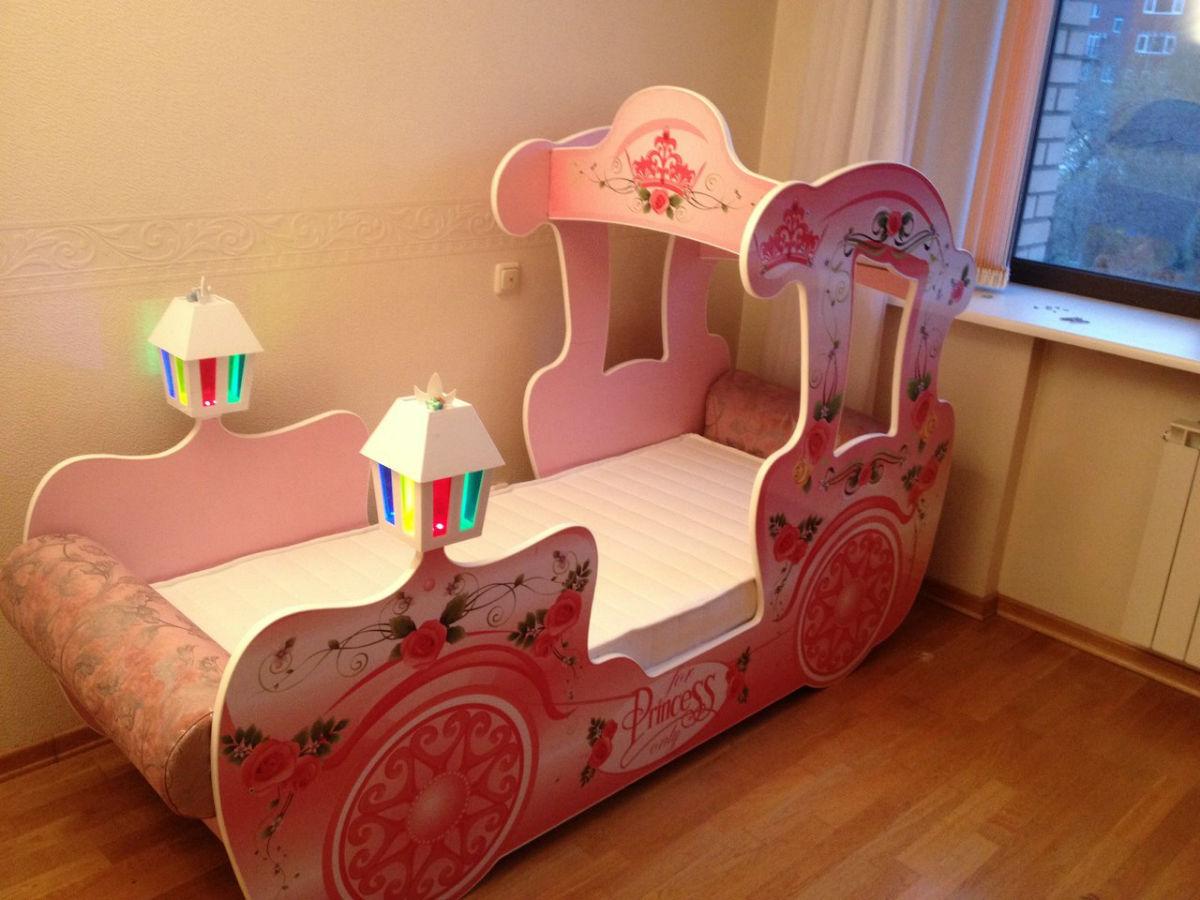 Кровать-карета с фонариками