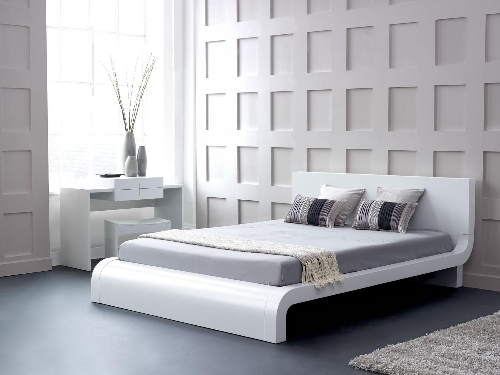 Белая кровать в футуристическом стиле