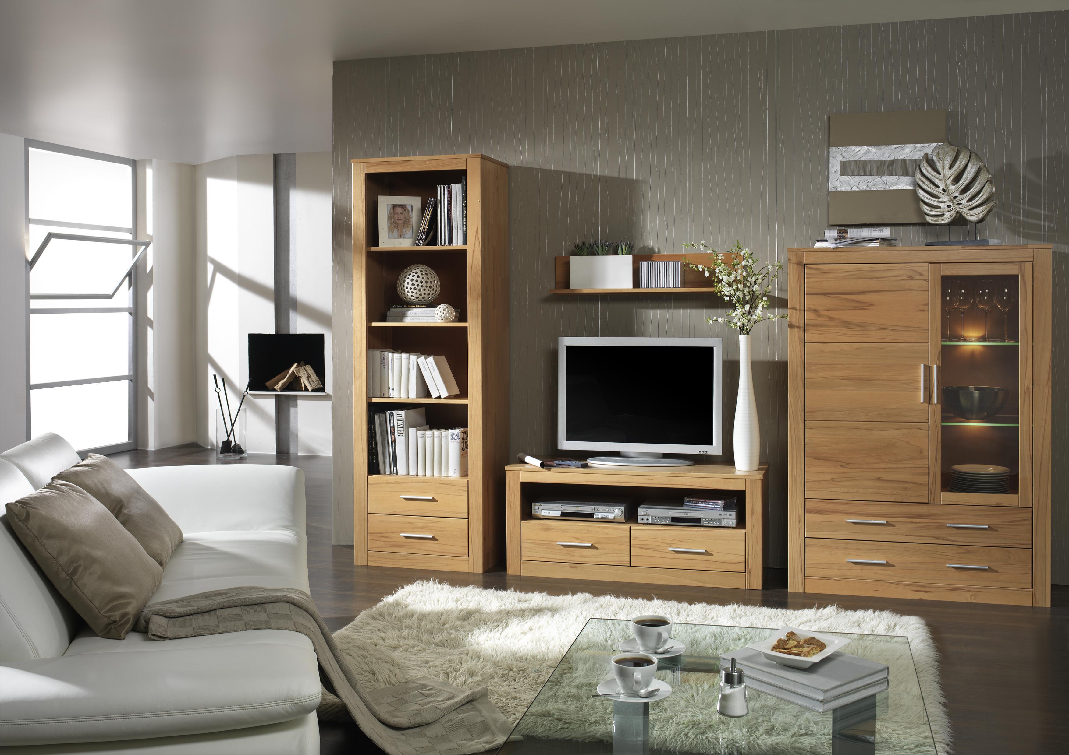 Мебельный гарнитур из массива в гостиной