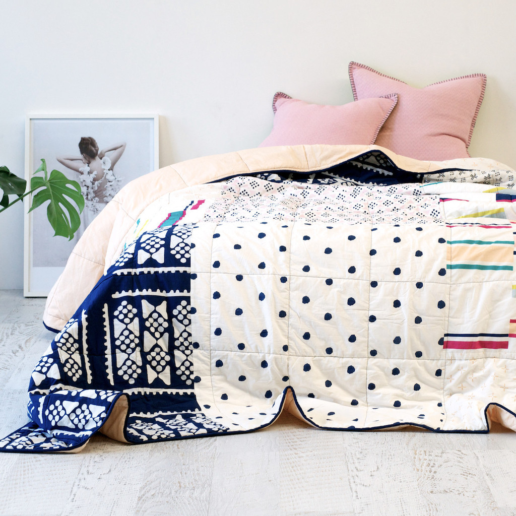 Покрывало с геометрическим рисунком для спальни