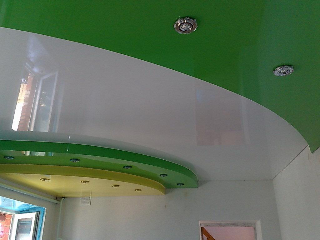 Зеленый потолок из гипсокартона