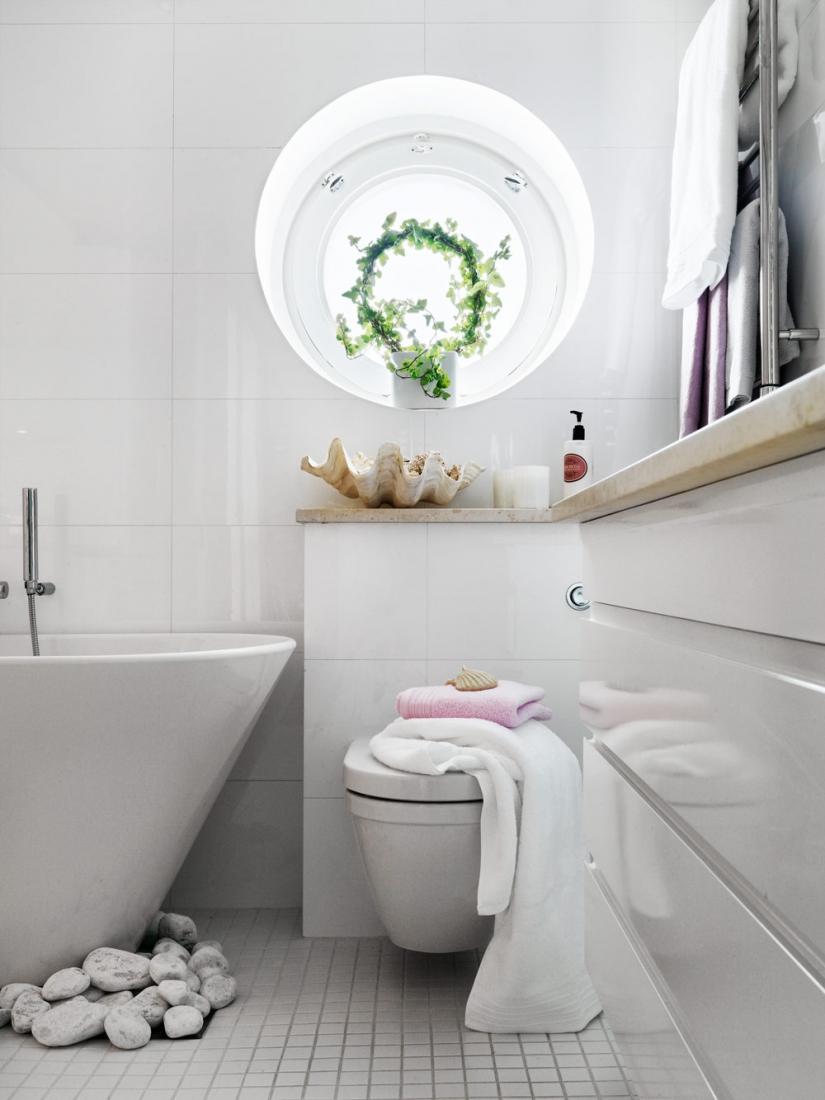 Глянцевый шкаф для ванной