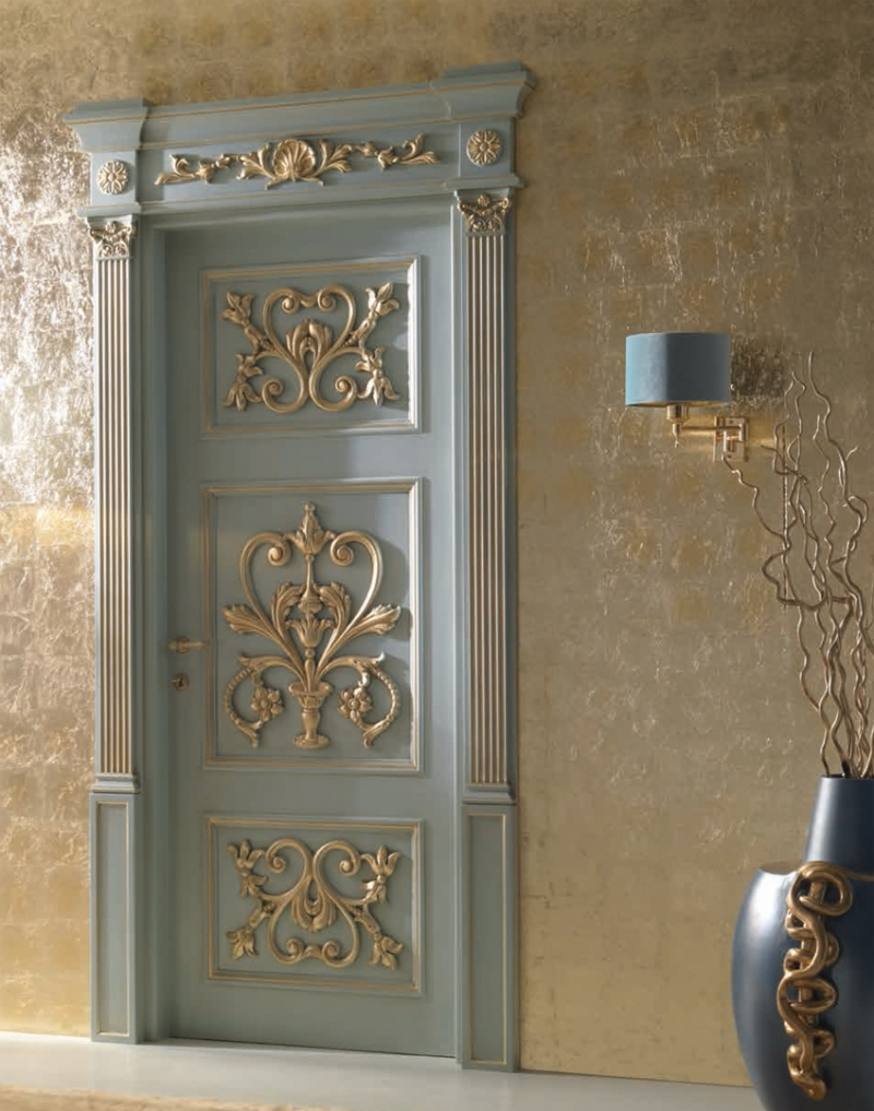 Классическая голубая дверь