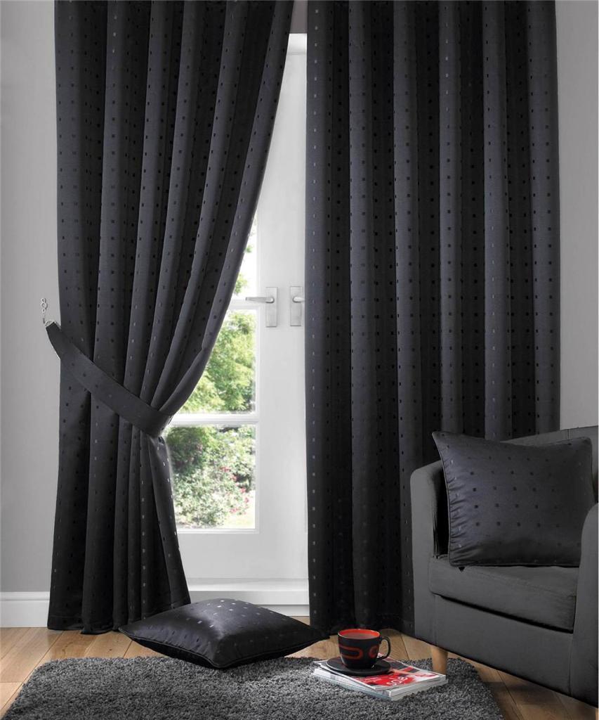 Черные шторы в горошек