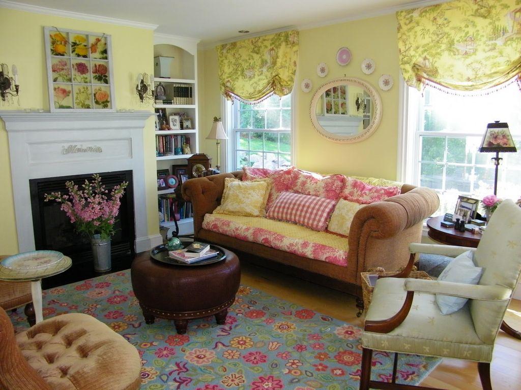 Французский диван в гостиной