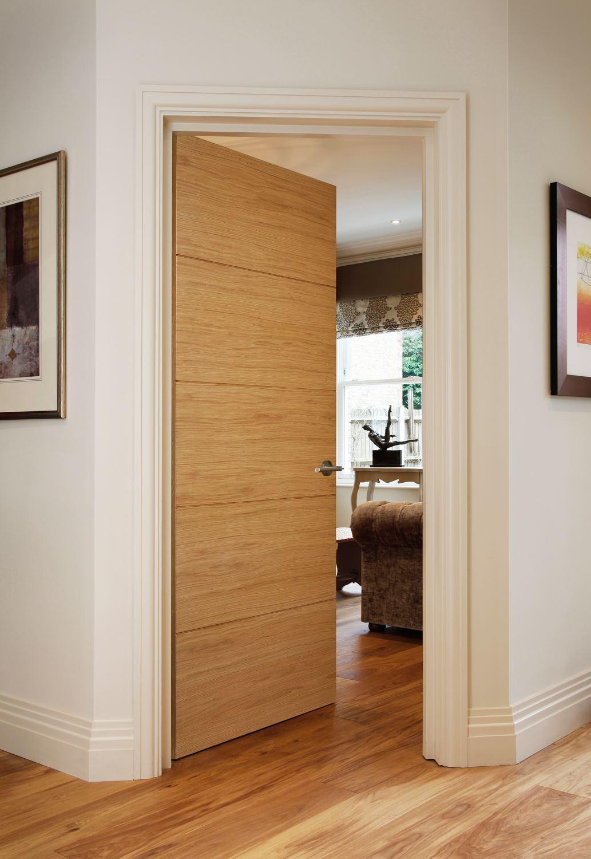 Дверь из дуба в гостиной