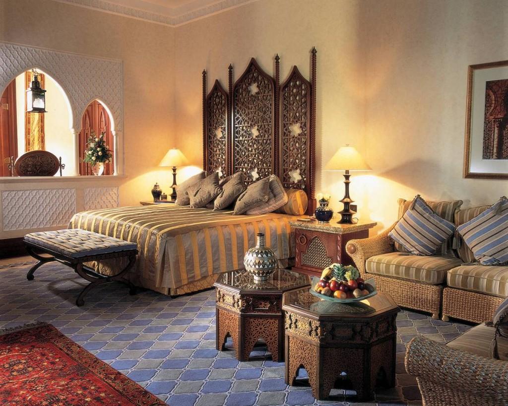 Резная кровать в индийском стиле