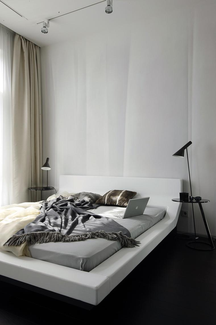 Белая кровать в стиле минимализм