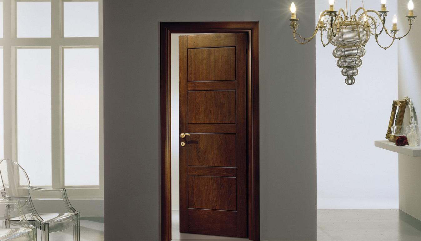 Дверь цвета ореха в интерьере