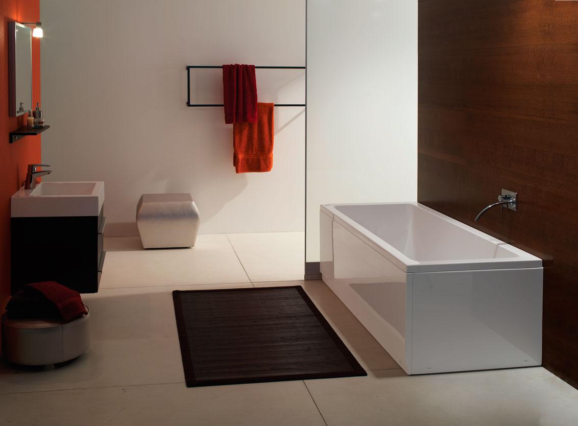 Прямоугольная ванна в интерьере