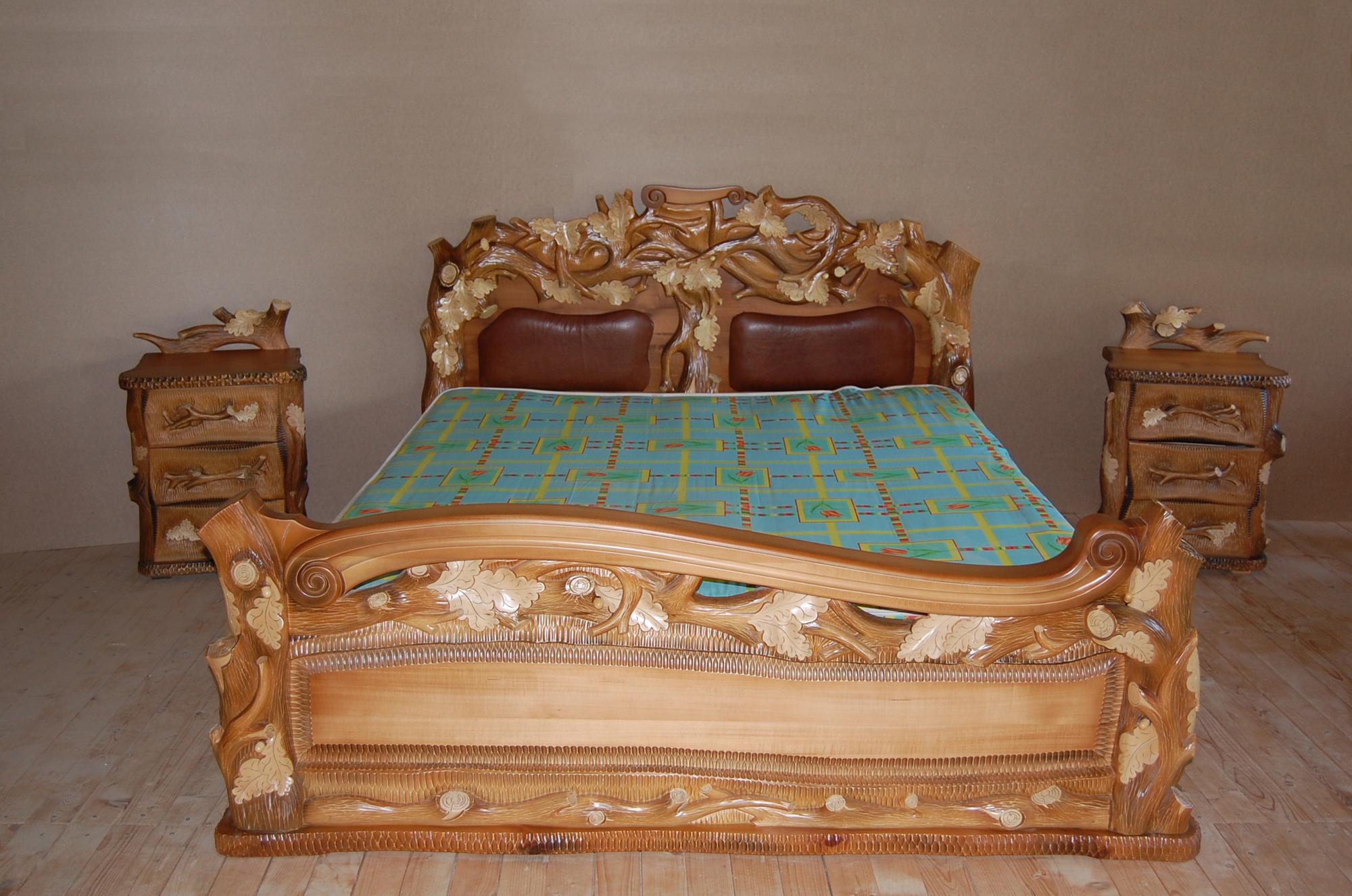 Резная кровать в стиле кантри