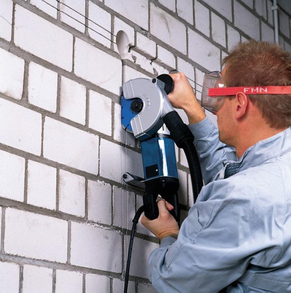 Штробление кирпичных стен