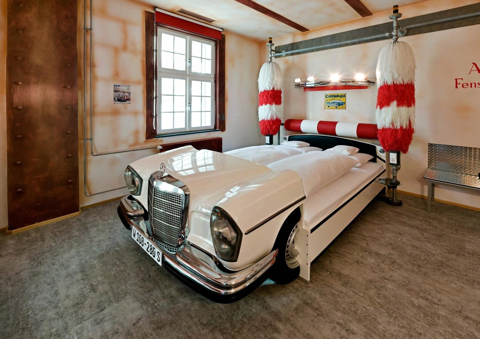 Комната для мальчика с кроватью-машиной