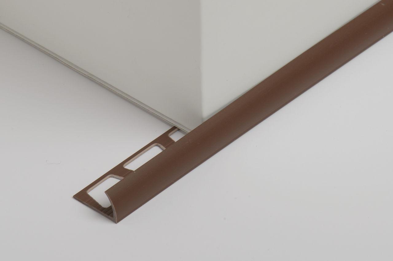 Коричневый уголок для плитки