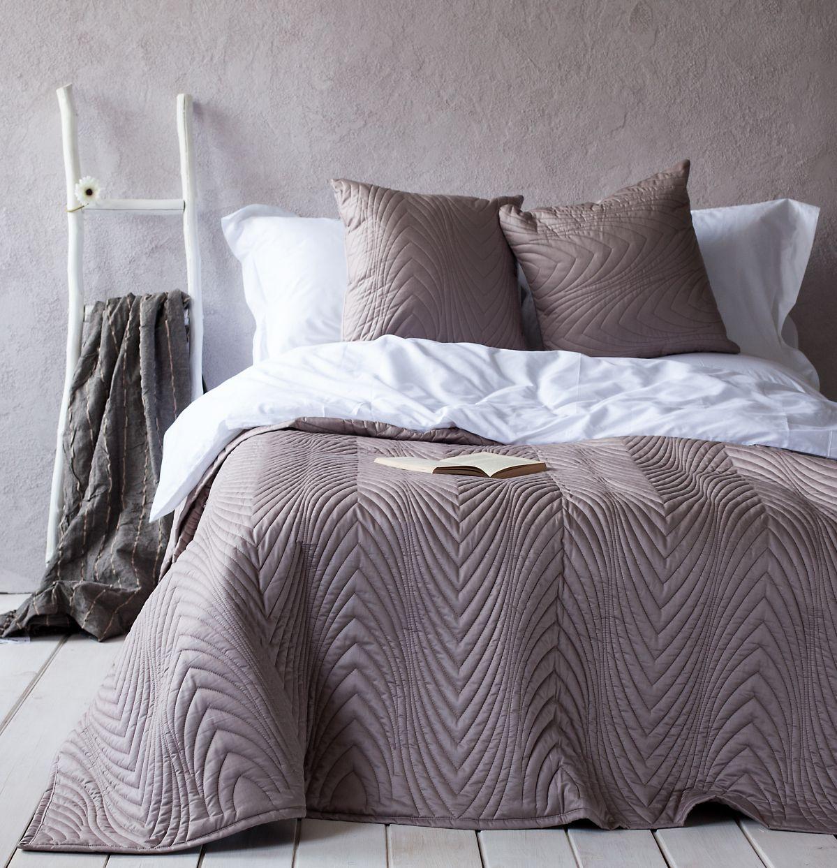 Коричневое покрывало для спальни