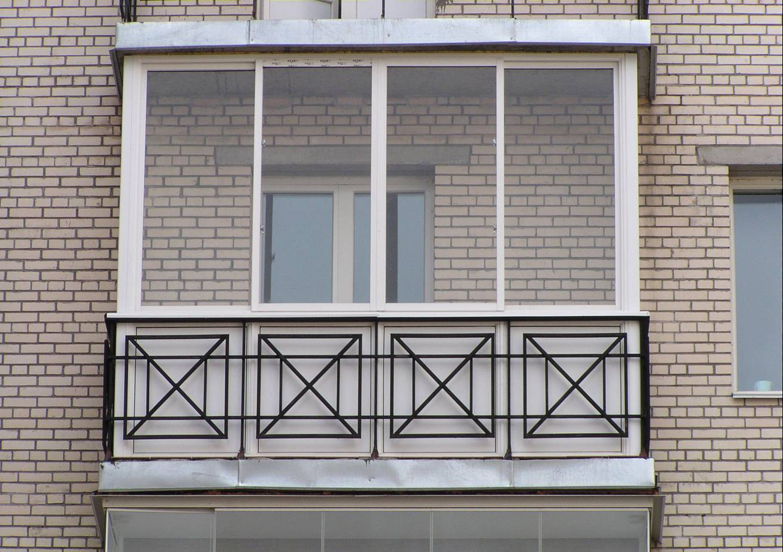 Монтаж кованых перил на балкон