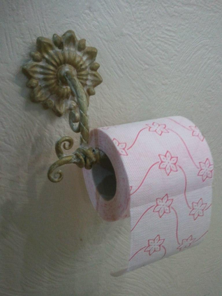 Кованый держатель для туалетной бумаги