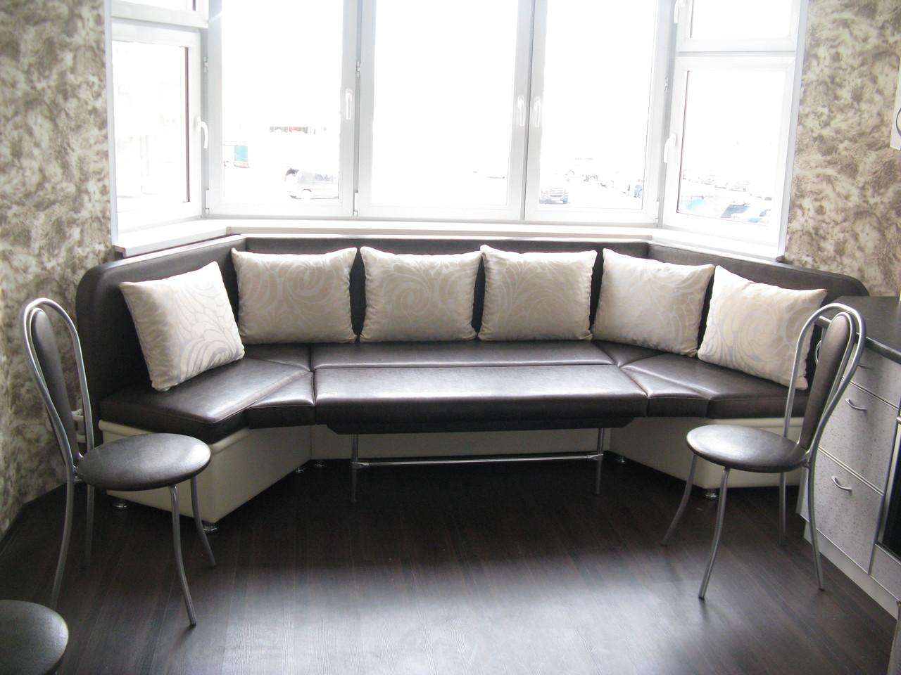 Эркерный диван из кожи