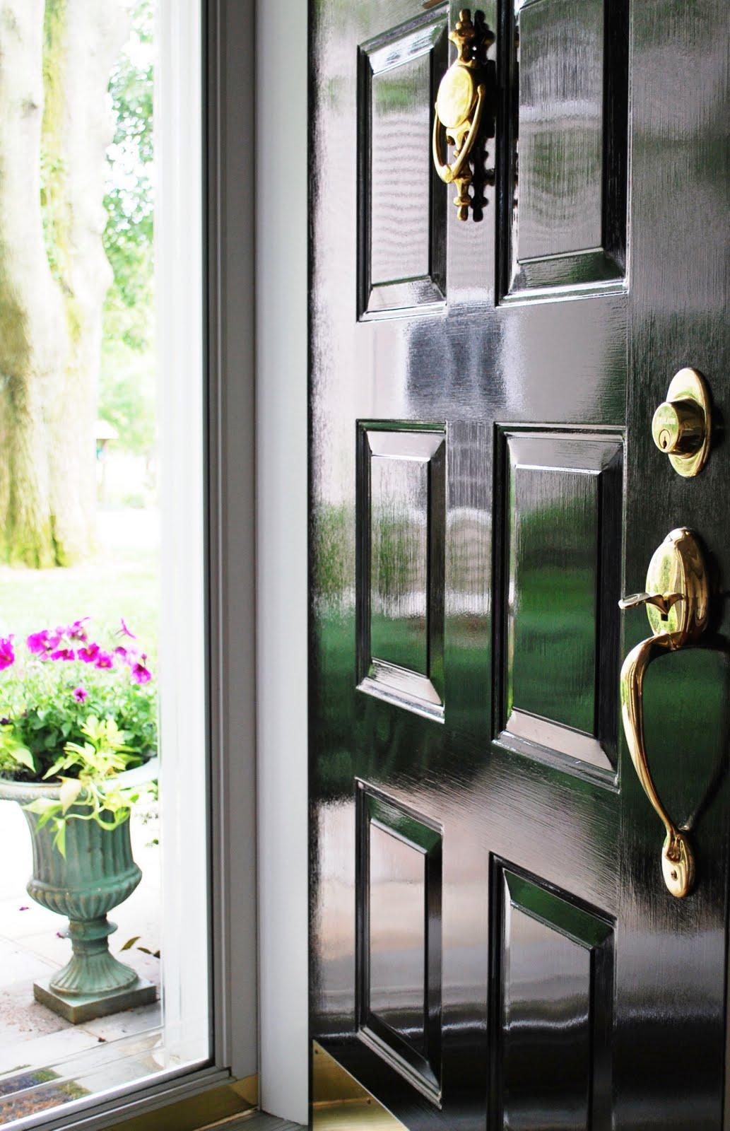 Глянцевая краска на двери
