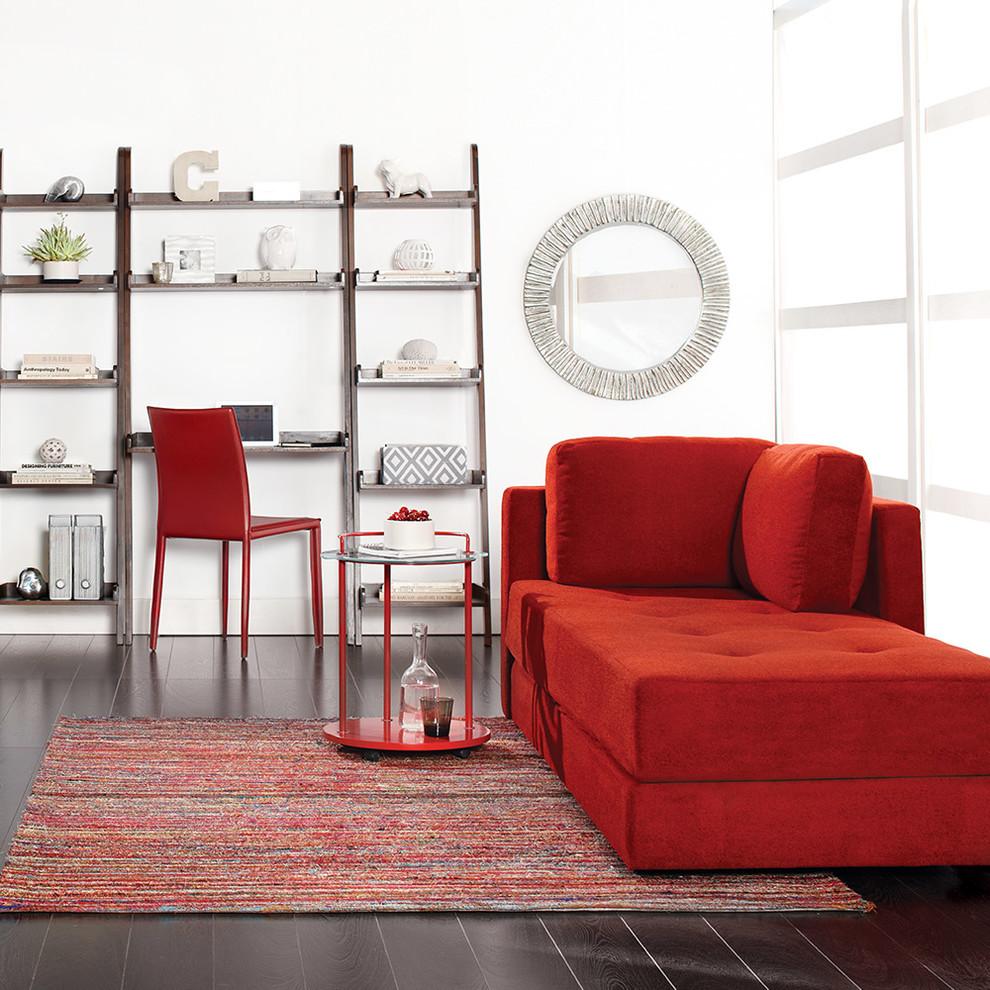 Красный столик из металла